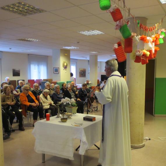 Celebració de l'eucaristia a la residència (2015)